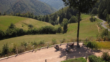 Relaxbereich mit Blick ins Tal