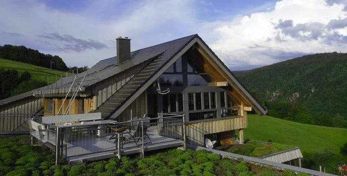 Hausansicht mit Terrasse